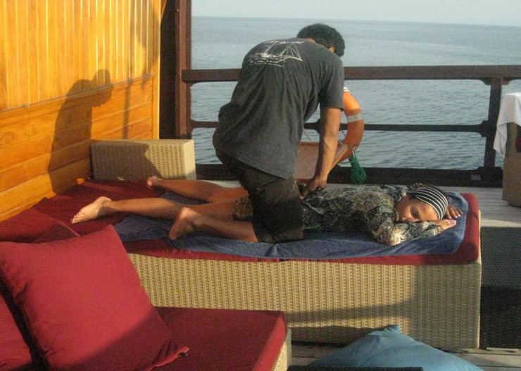 Massage auf Borneo